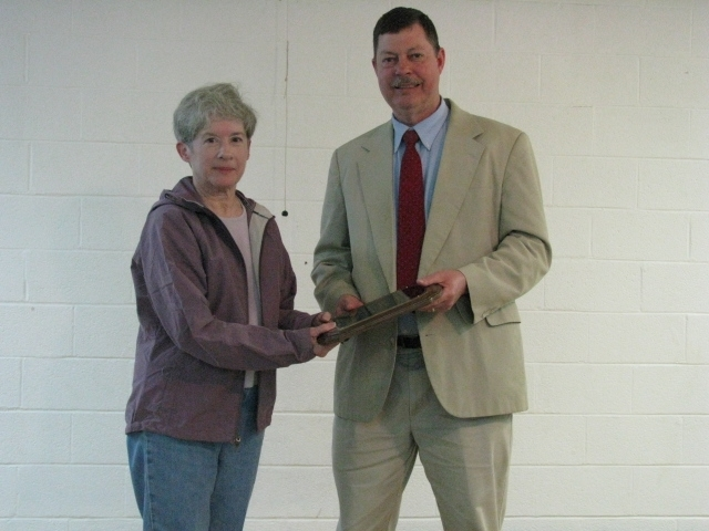 Judy getting a plaque from Glenn Woolard