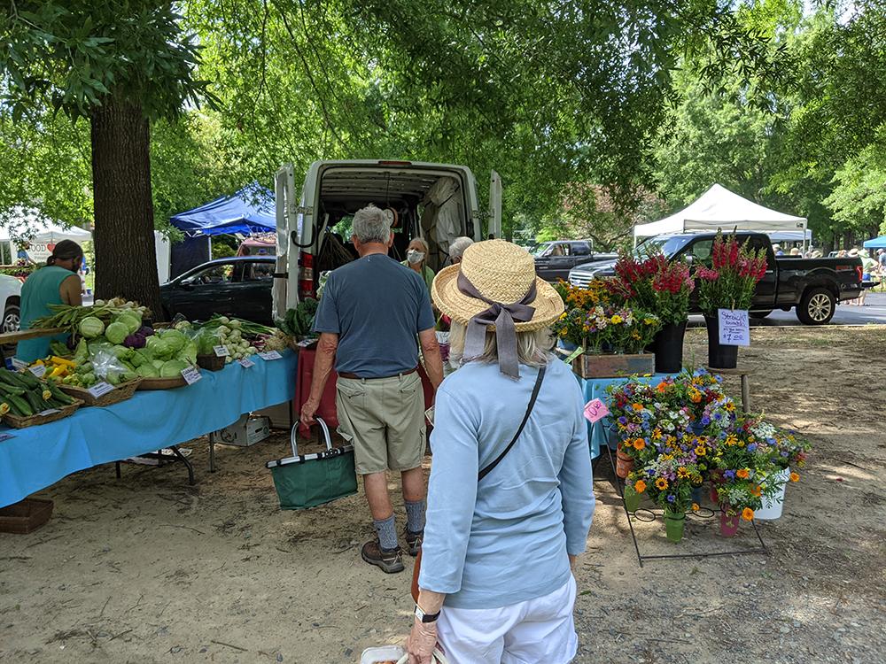 People buying food